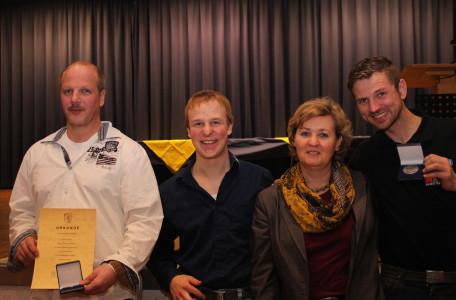 Foto: v.l. Thomas Triesch, Hannes Jirasek, Bürgermeisterin Silvia Scheu-Mentzer, Philipp Raiser